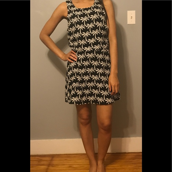 Dresses & Skirts - Black dress white palm tree